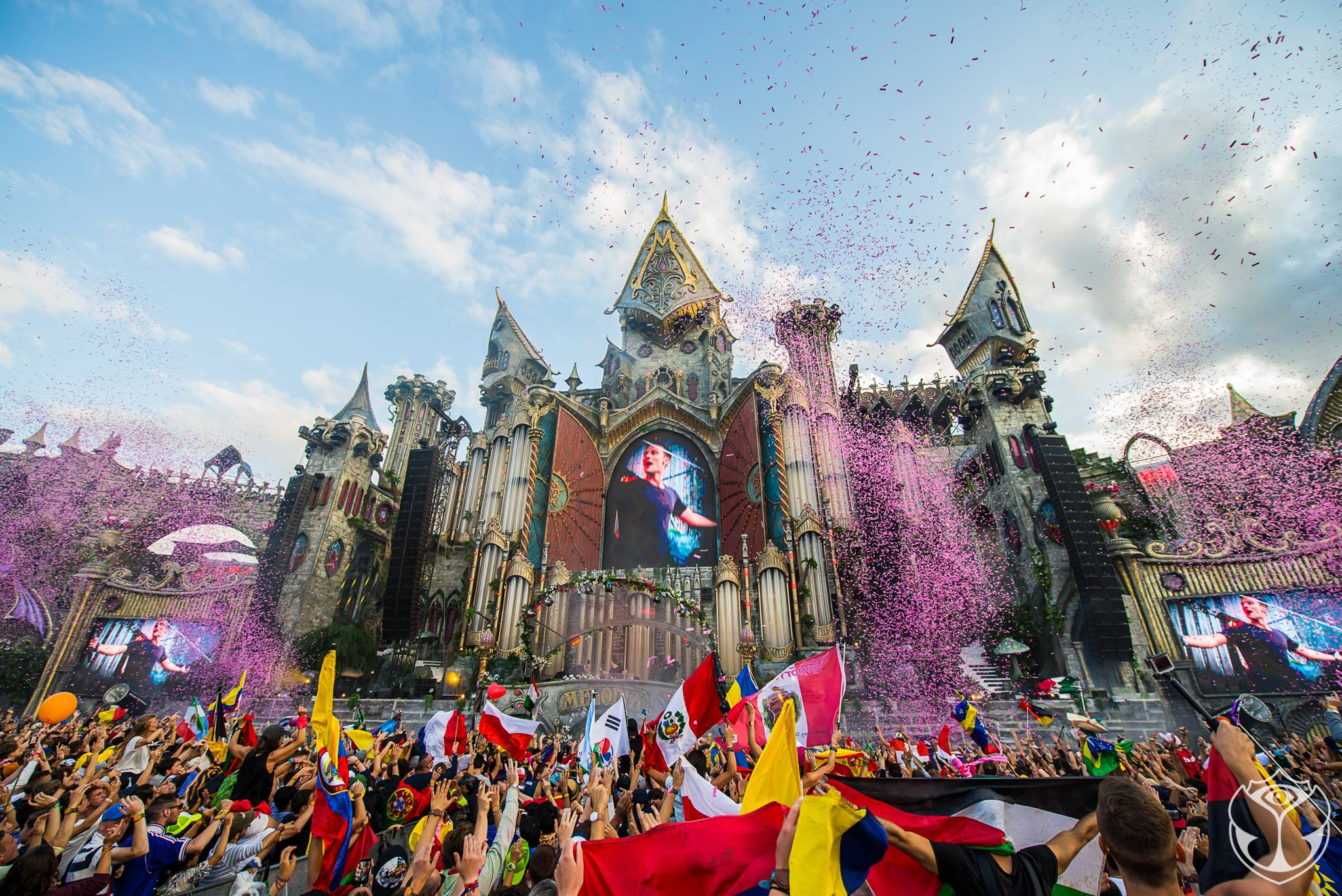 Tomorrowland-MOVIE-top2